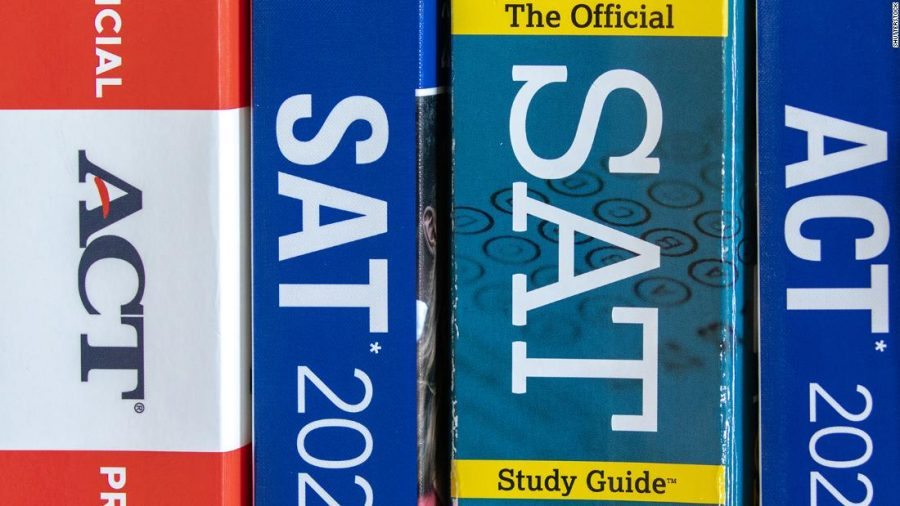 As the Fall admission season of 2021 approaches, C.H.S seniors face the decision of wether to take the SAT/ACT or sit this year out.